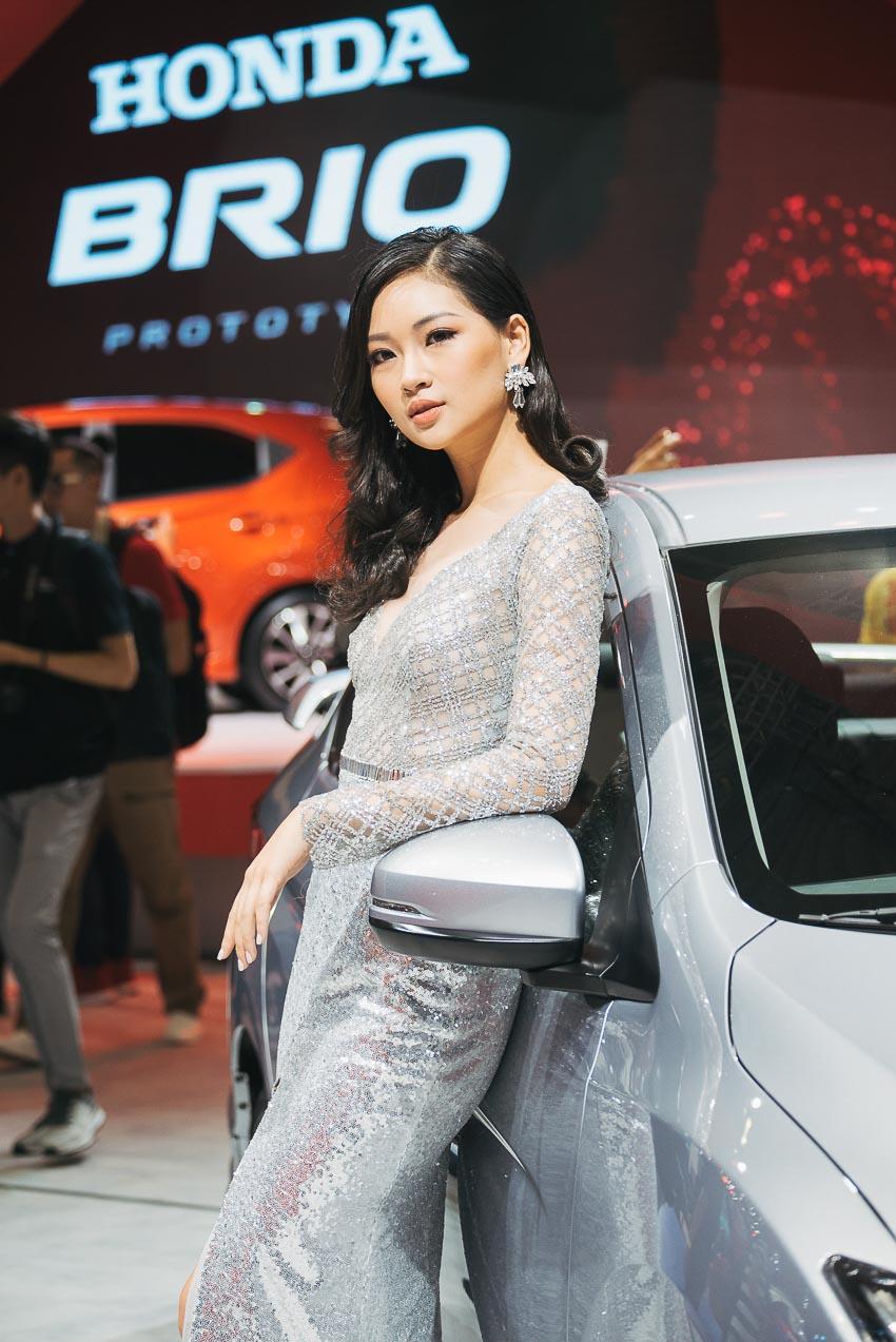 dan-sao-va-nguoi-mau-tai-Vietnam-Motor-Show-2018