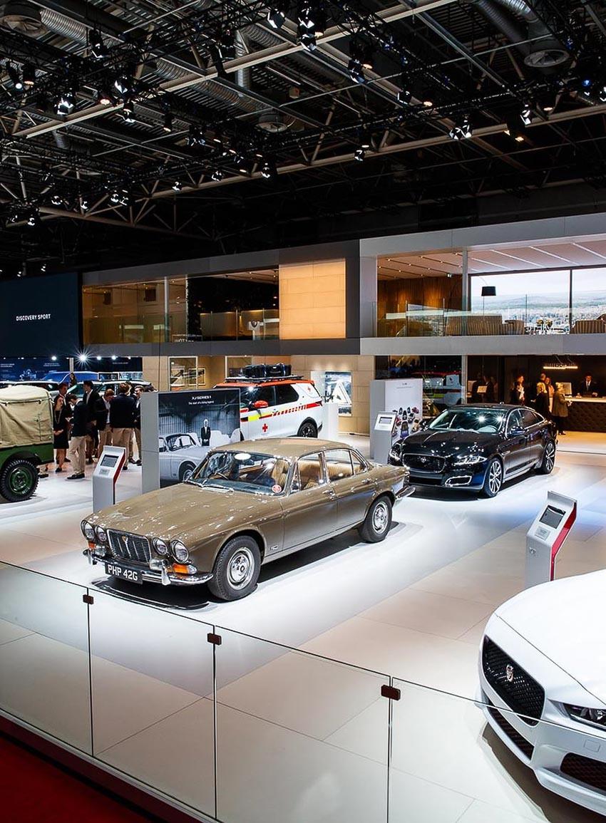 hanh-trinh-50-nam-lich-su-qua-8-doi-Jaguar-XJ