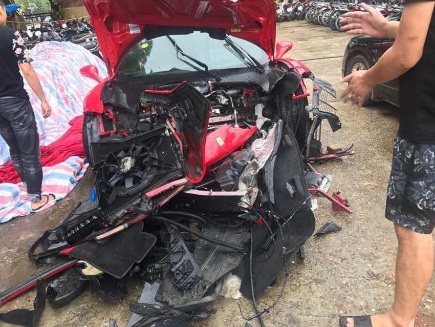sieu-xe-Ferrari-488-GTB-cua-ca-si-Tuan-Hung-gap-nan