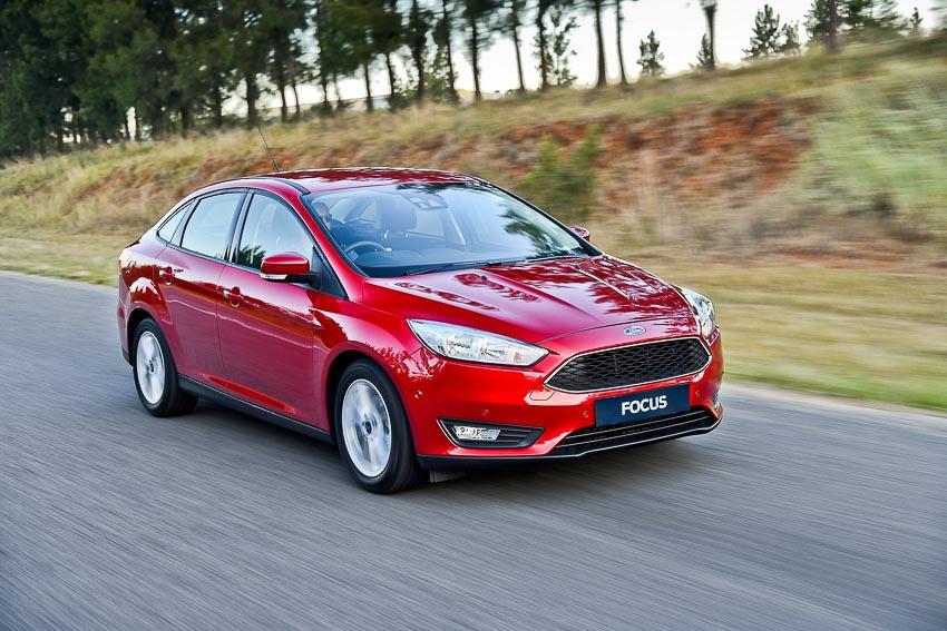 trieu-hoi-xe-Ford-Focus-bi-loi-chet-may-dot-ngot