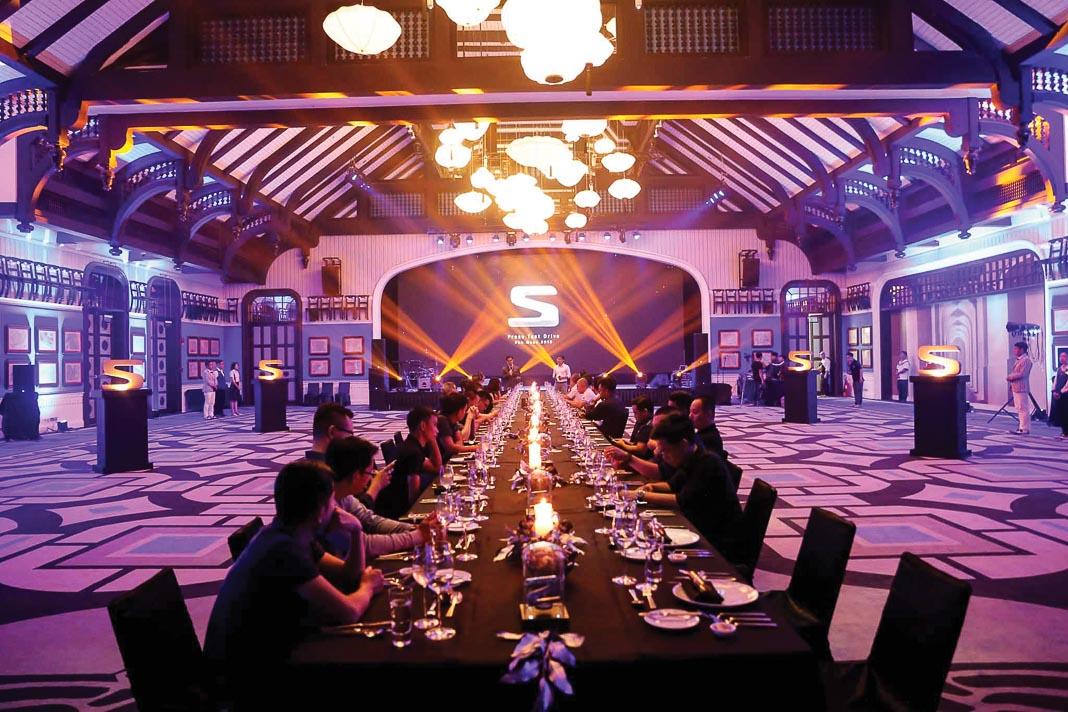 Dùng bữa tối tại JW Marriott Emerald Bay Resort & Spa