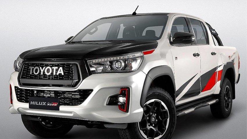 Đầu xe Toyota Hilux GR Sports