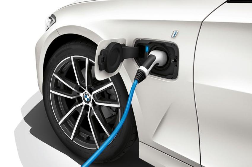 BMW 330e iPerformance 2020 thêm chế độ XtraBoost 1