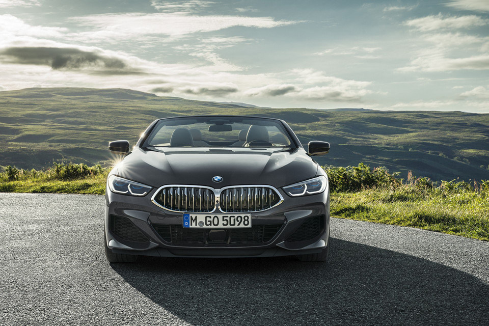 BMW-8-Series-Convertible-mui-tran-ra-mat