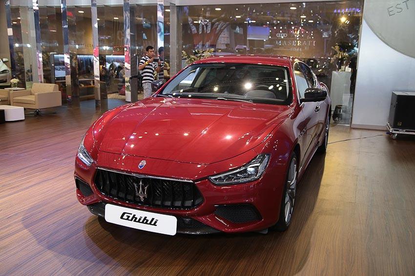 Maserati Ghibli Gransport 2018 1