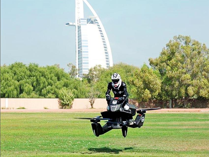 Cảnh sát Dubai tập lái xe bay 1
