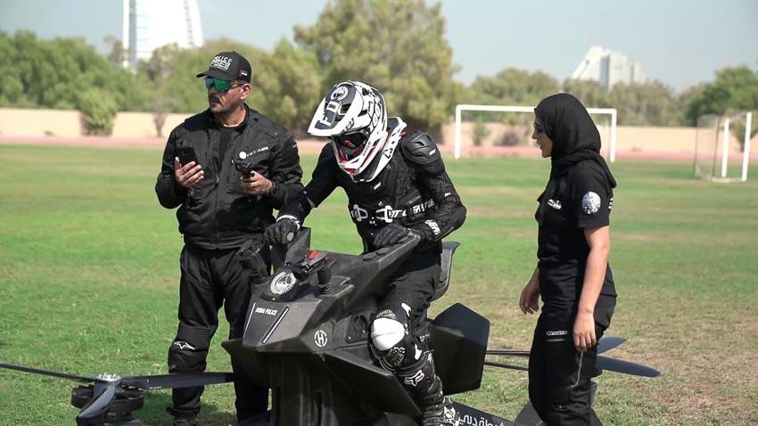 Cảnh sát Dubai tập lái xe bay 2