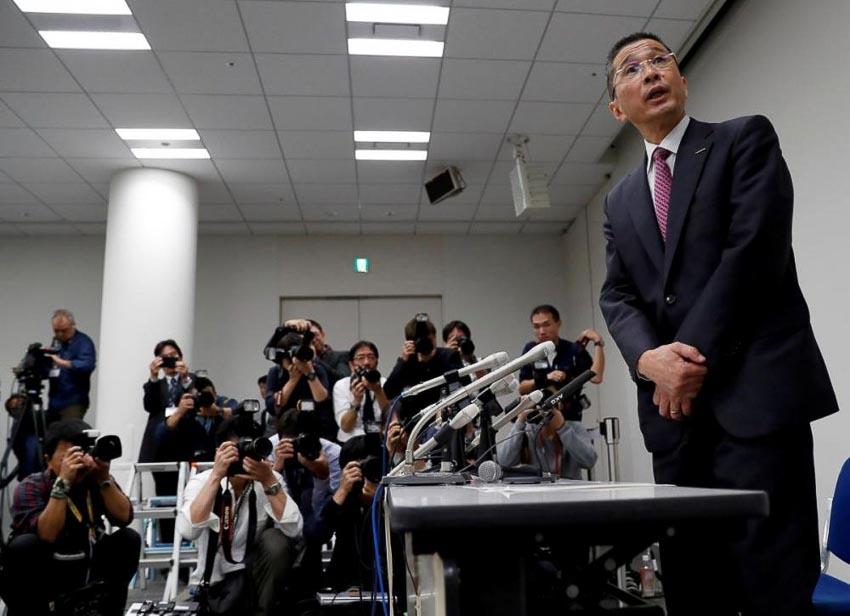 CEO Nissan, ông Hiroto Saikawa trả lời trước báo chí về chuyện bắt giữ ông Carlos Ghosn