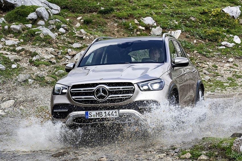 Công nghệ E-Active Body Control trên xe Mercedes 1
