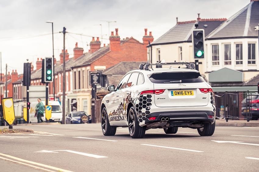 công nghệ nhận diện đèn xanh của Jaguar Land Rover 1