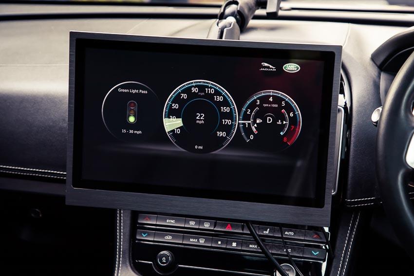 công nghệ nhận diện đèn xanh của Jaguar Land Rover 2