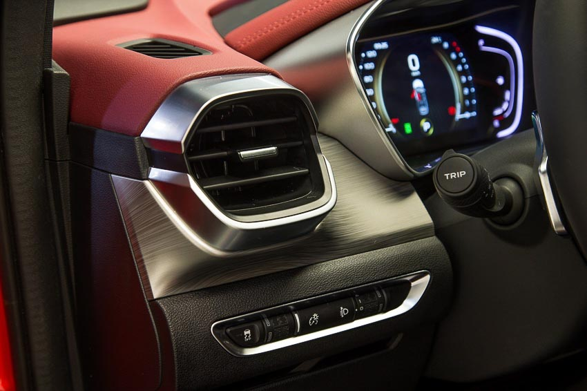 Khoang lái xe crossover Geely Bin Yue 3