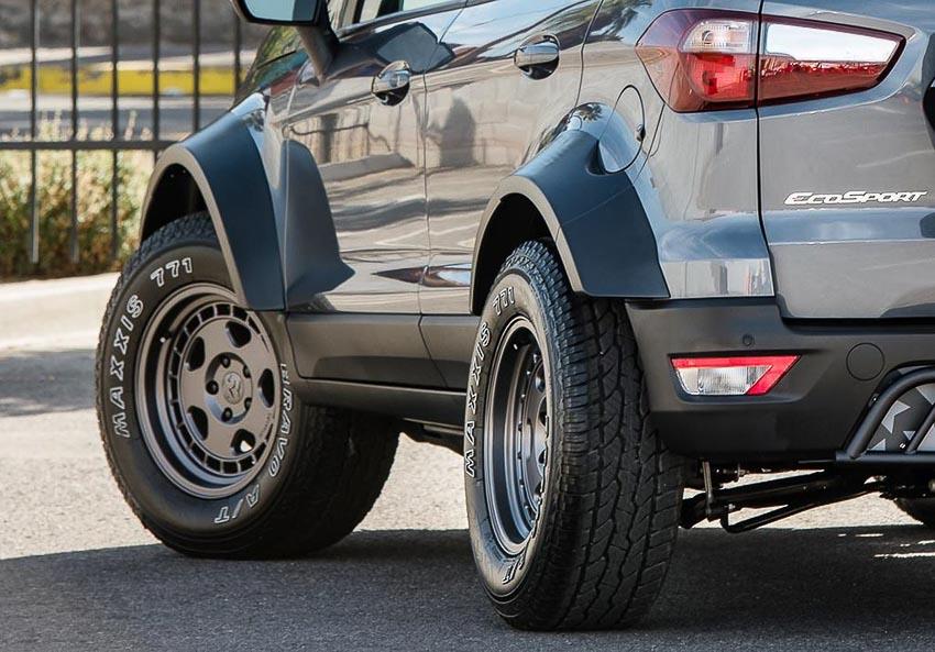 Bên hông xe Ford EcoSport 2018 bản độ