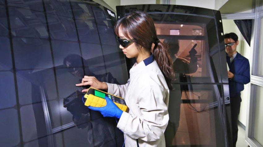 Pin năng lượng mặt trời trên nóc xe 3