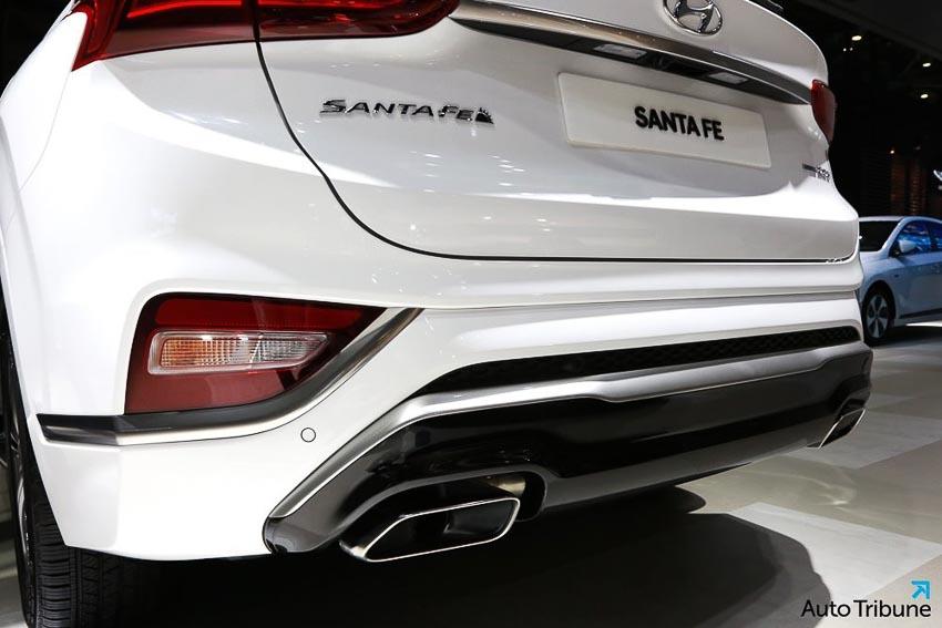 Phần đuôi xe Hyundai Santa Fe 2019 phiên bản Inspiration 2