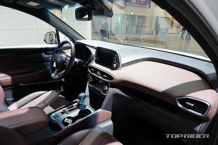 Nội thất Hyundai Santa Fe 2019 phiên bản Inspiration 8