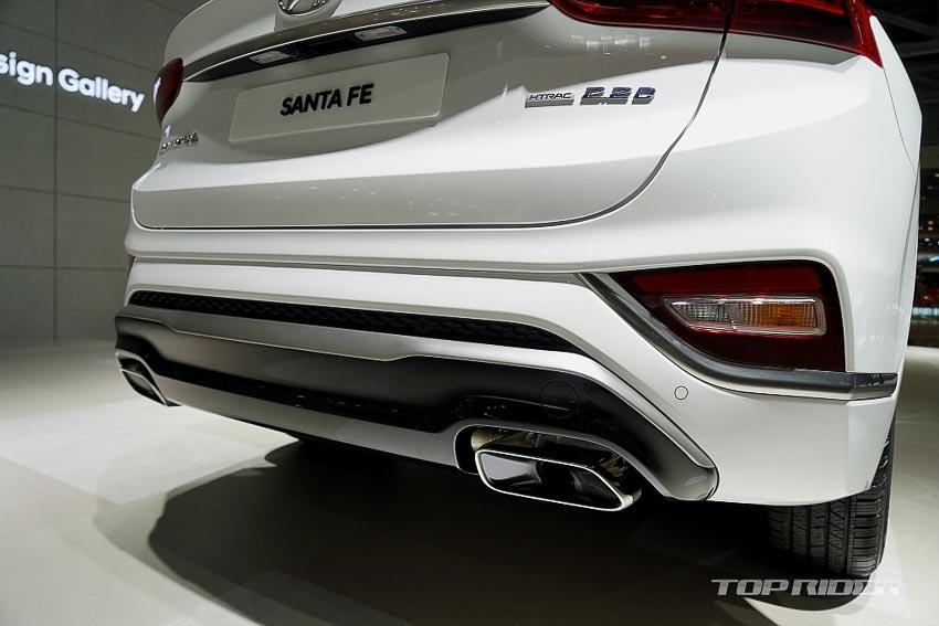 Phần đuôi xe Hyundai Santa Fe 2019 phiên bản Inspiration 3