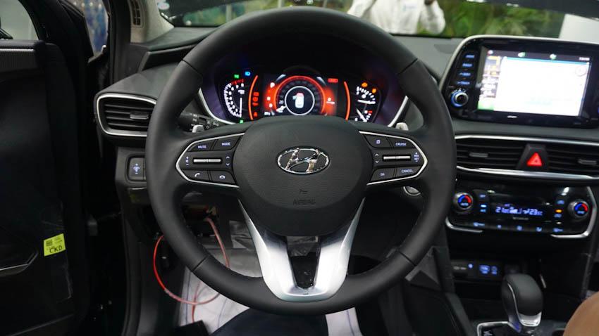 Tay lái xe Hyundai SantaFe 2019