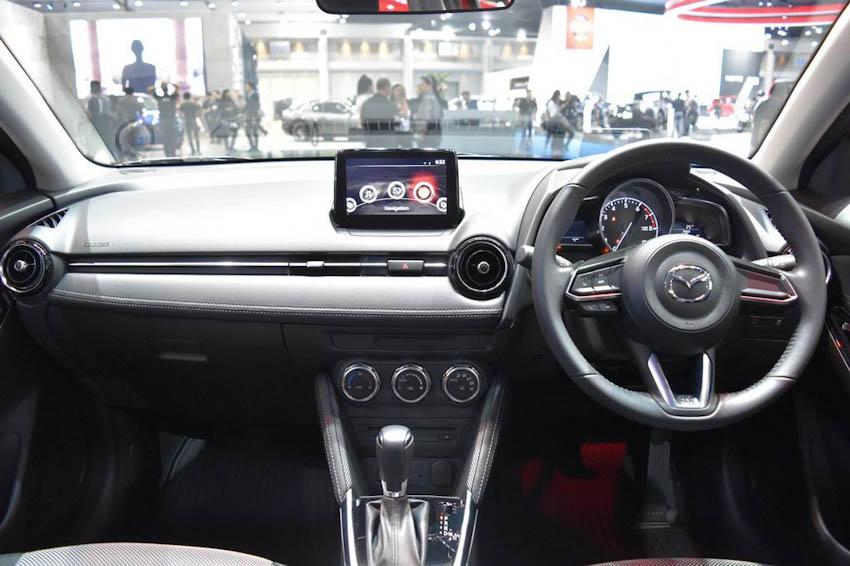 Nội thất xe Mazda2 2018