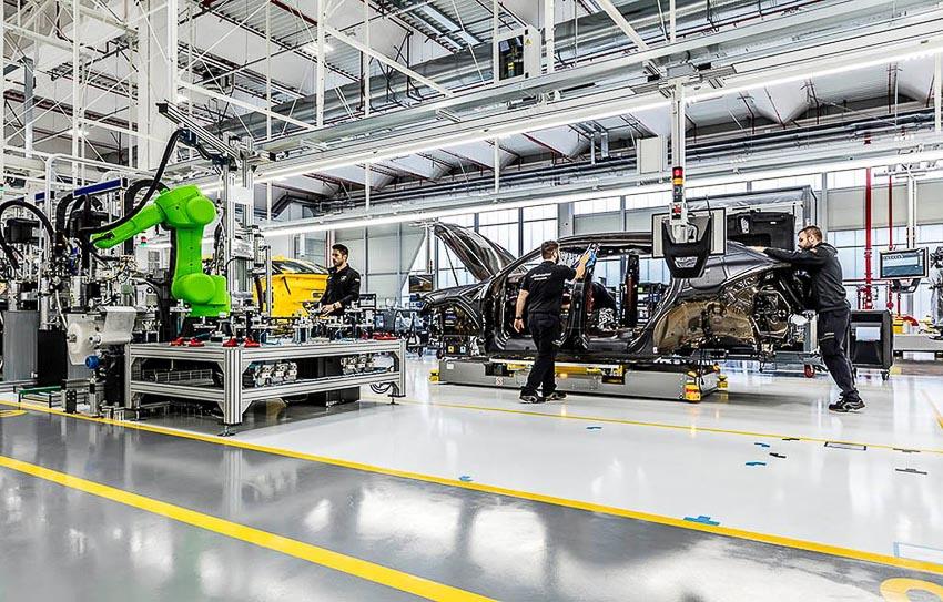 nhà máy sản xuất siêu SUV Lamborghini URUS 26
