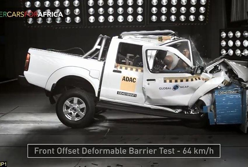 Nissan Navara tại Nam Phi trong bài thử va chạm 1