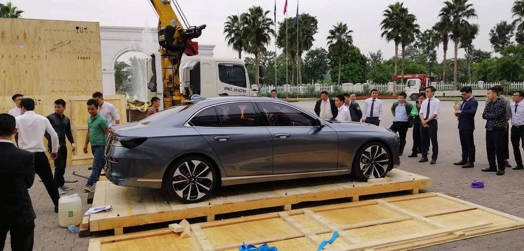 sedan của Vinfast từ Paris đã về đến Việt Nam
