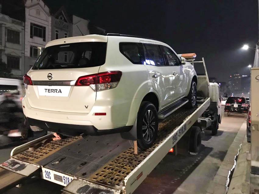 SUV 7 chỗ Nissan Terra 2