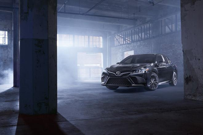 Toyota-Camry-Nightshade-phien-ban-dac-biet