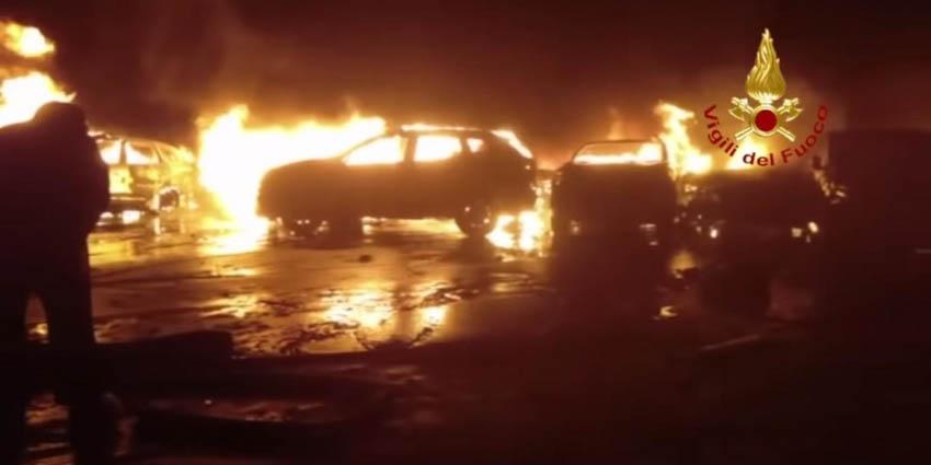 Hàng trăm xe Maserati cháy trơ khung tại Italy 2