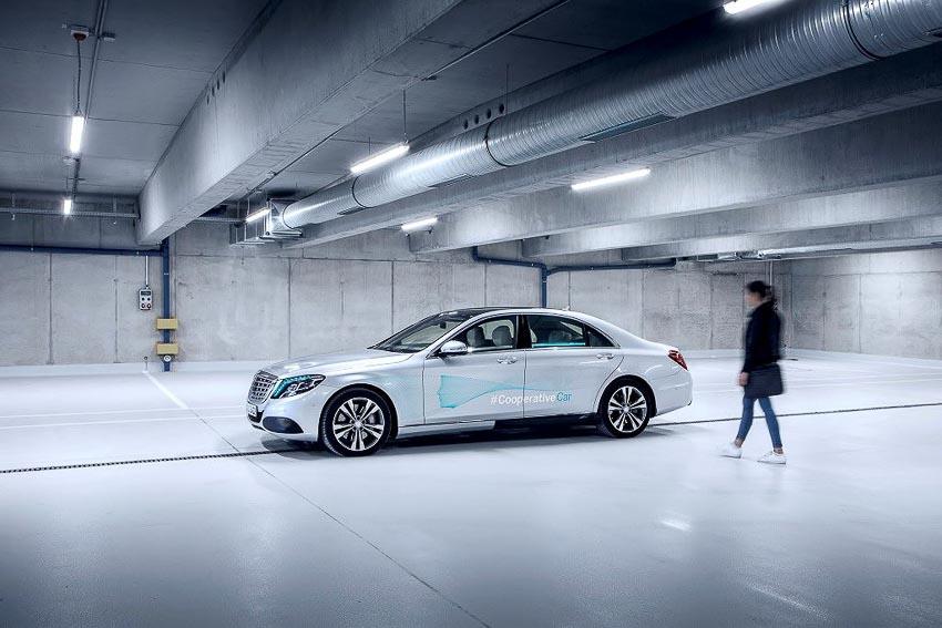 Mercedes-Benz phát triển đèn thông minh Cooperative Car cho xe tự lái 1