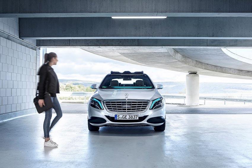 Mercedes-Benz phát triển đèn thông minh Cooperative Car cho xe tự lái 2