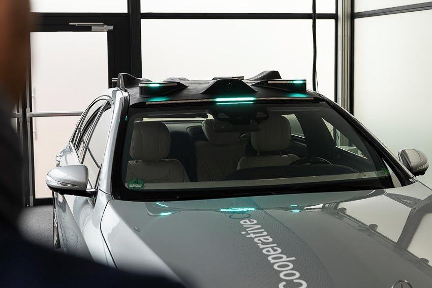 Mercedes-Benz phát triển đèn thông minh Cooperative Car cho xe tự lái 3