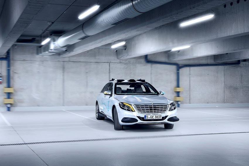 Mercedes-Benz phát triển đèn thông minh Cooperative Car cho xe tự lái 6