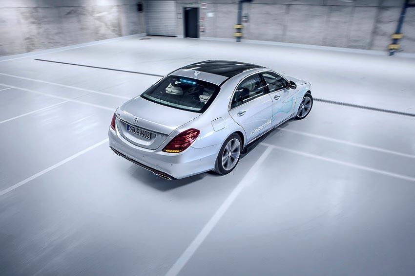Mercedes-Benz phát triển đèn thông minh Cooperative Car cho xe tự lái 7