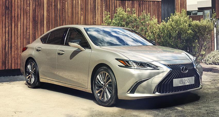 Lexus ES 250 mới giá bao nhiêu