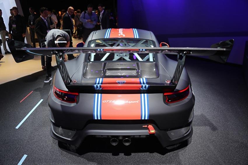 Porsche 911 GT2 RS Clubsport phiên bản đường đua 4