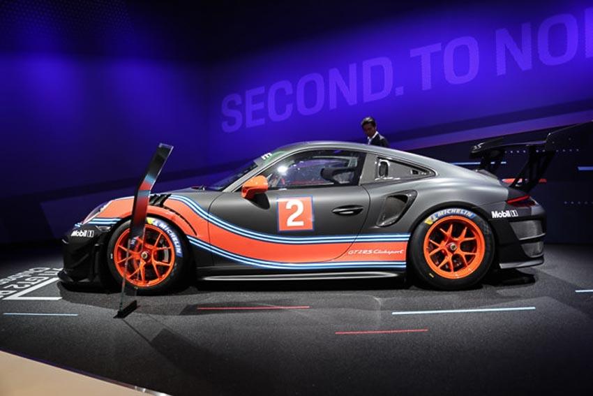 Porsche 911 GT2 RS Clubsport phiên bản đường đua 9