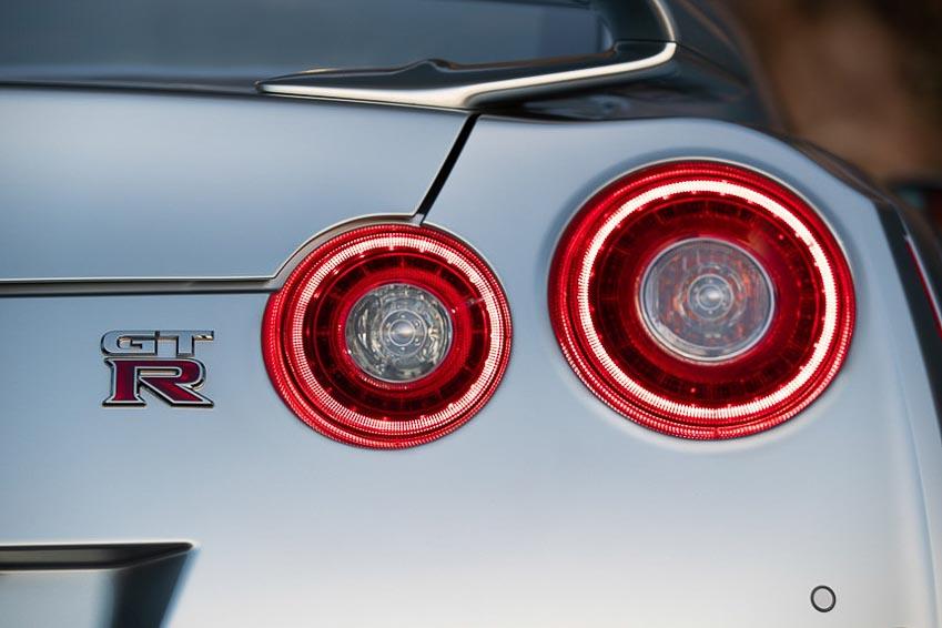 Nissan GT-R 2019 6