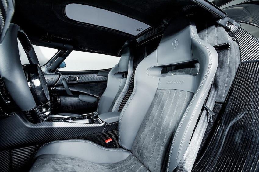 Hypercar Koenigsegg Regera carbon