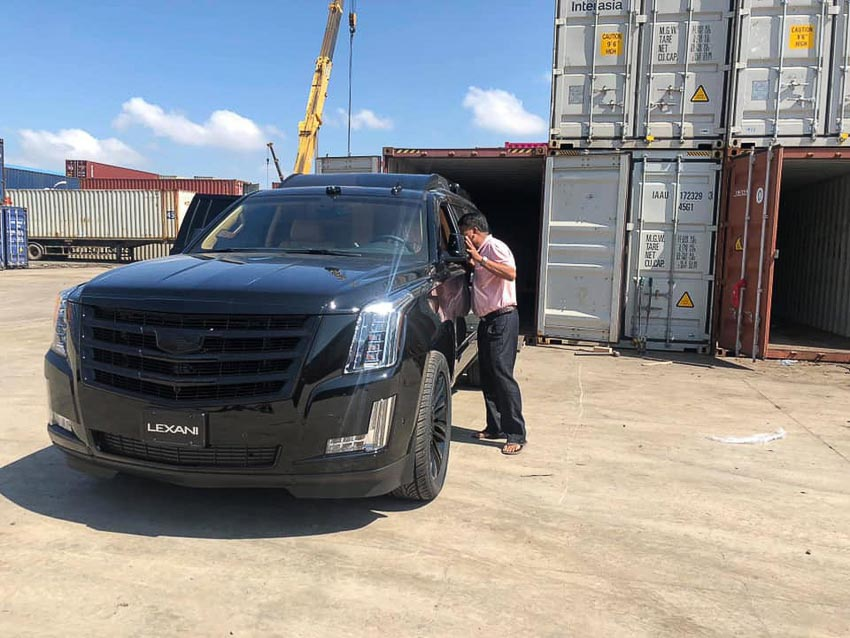 Cadillac Escalade bản độ Lexani 4