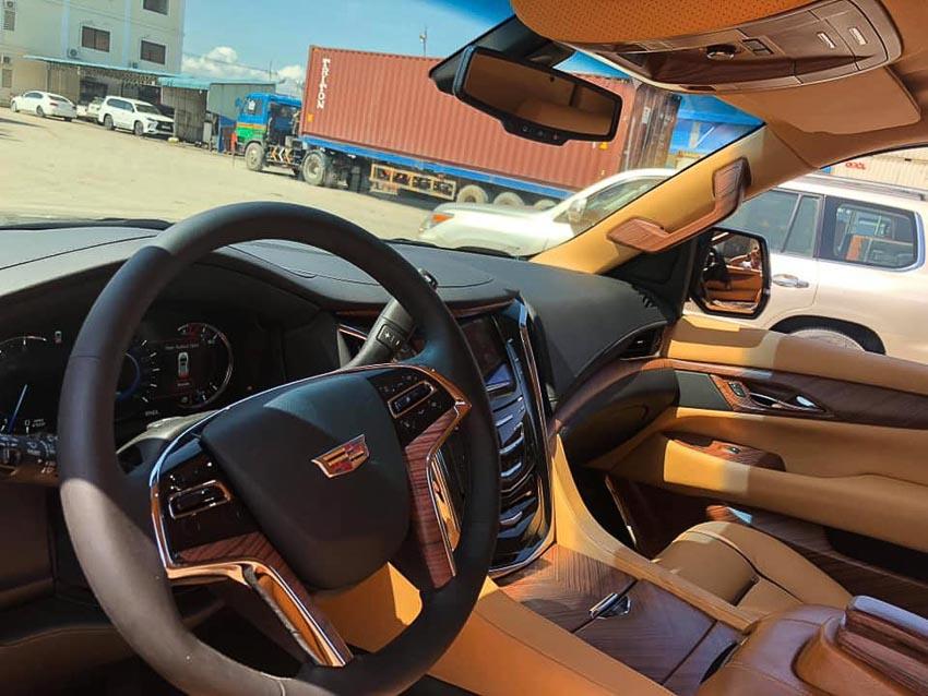 Cadillac Escalade bản độ Lexani 9