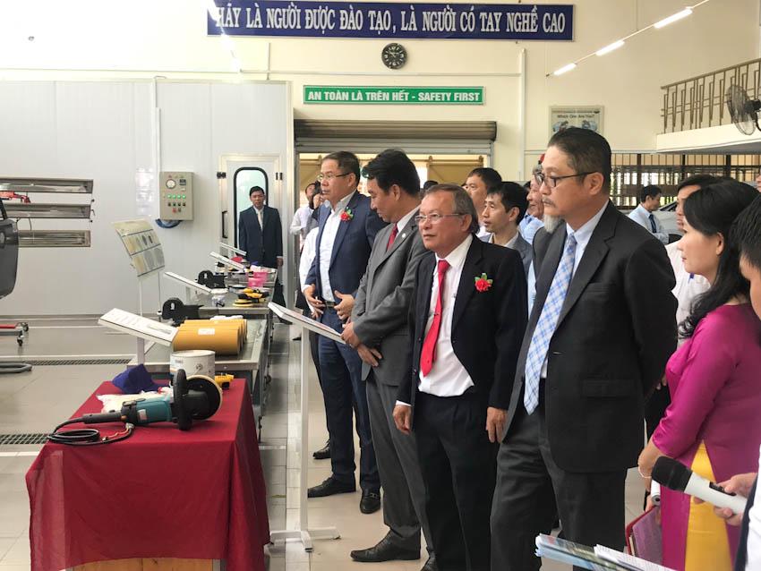 Toyota Việt Nam tài trợ gói thiết bị kỹ thuật đào tạo sửa chữa Thân xe và Sơn cho ĐHSP Vĩnh Long
