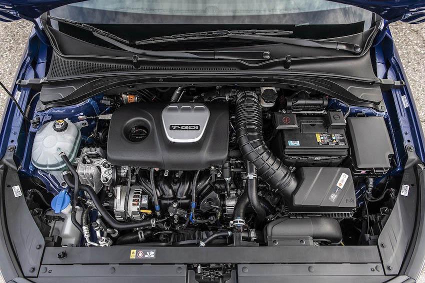 Hyundai Elantra GT N Line 4
