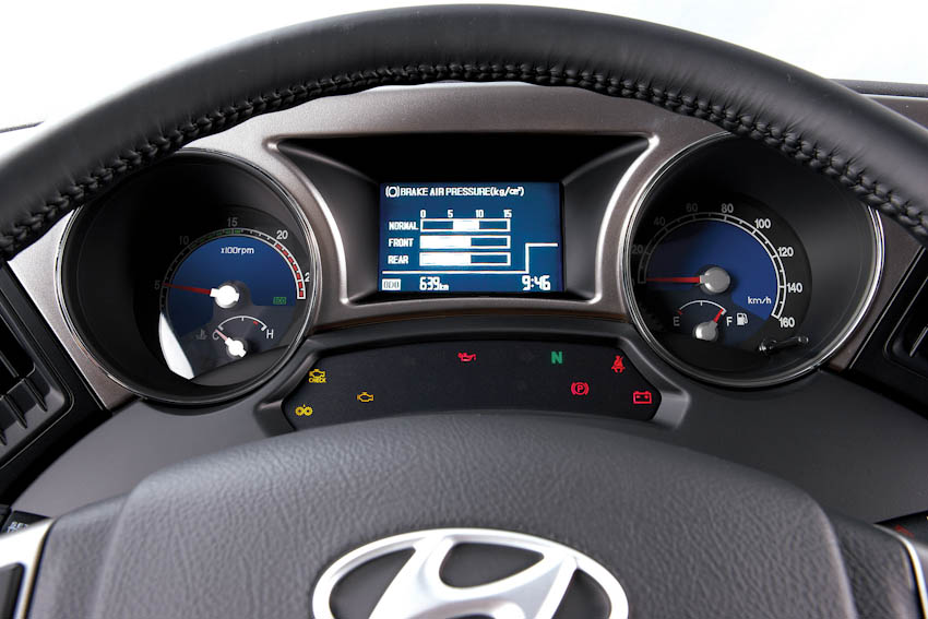 Hyundai Universe 12