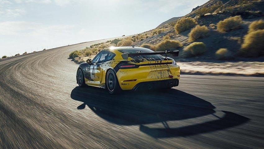 Porsche 718 Cayman GT4 Clubsport 3