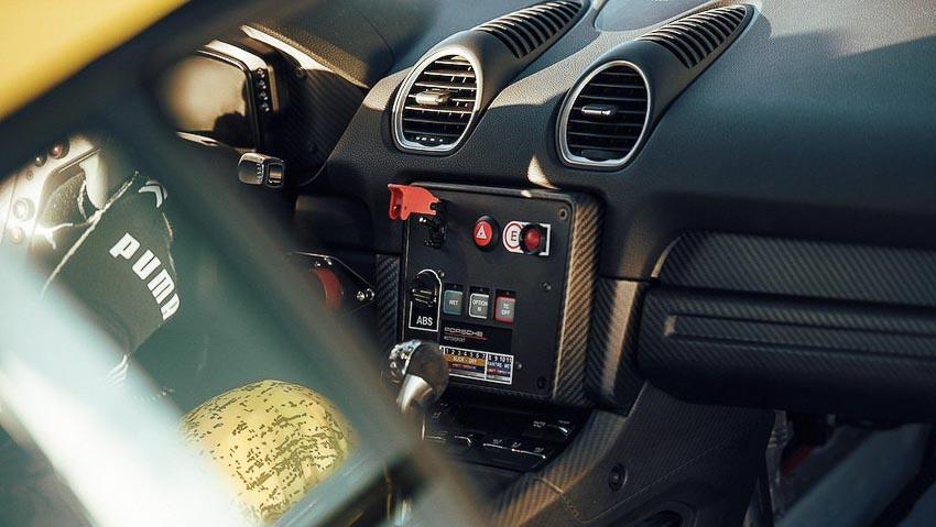 Porsche 718 Cayman GT4 Clubsport 6