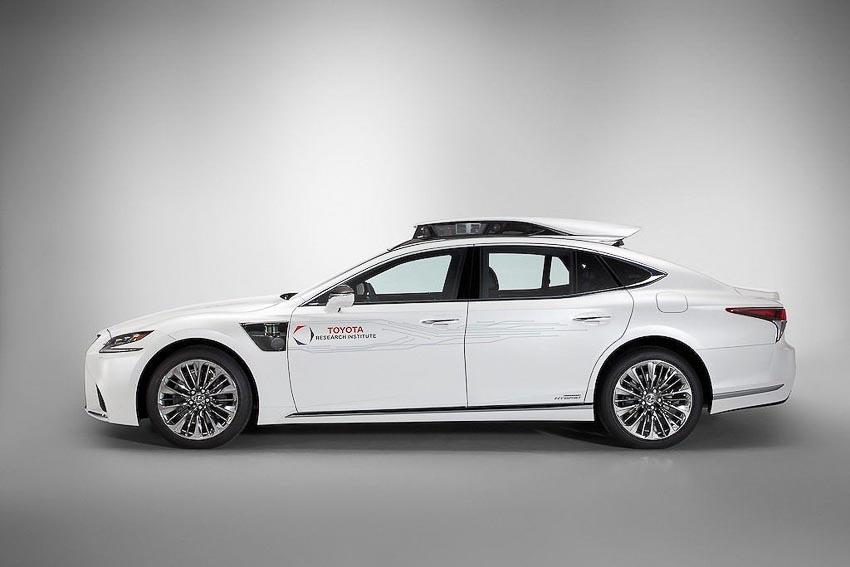 Toyota thử nghiệm tài xế ảo tự lái trên xế sang Lexus LS 500h 2