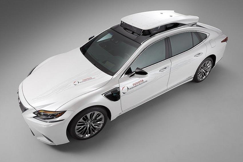 Toyota thử nghiệm tài xế ảo tự lái trên xế sang Lexus LS 500h 9