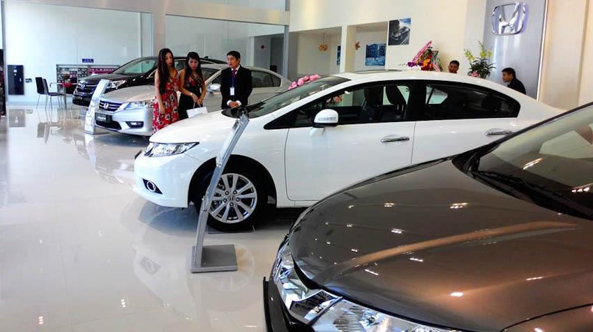 Tết đến sát vách: Thị trường ôtô ảm đạm, đại lý bán tháo, đồng loạt giảm giá