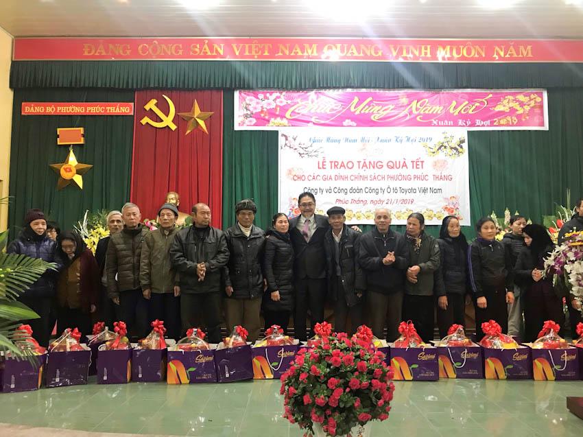 Toyota Việt Nam trao tặng quà tết 1